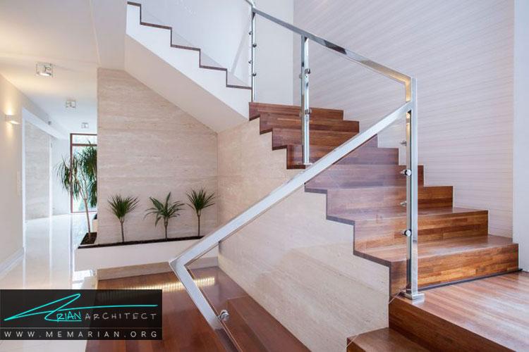 راه پله ها با نرده های شیشه ای