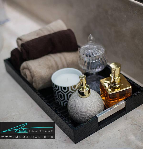 یک ظرف حاوی وسایل آرایشی وزیبایی از ترند های جدید برای دکوراسیون حمام های مدرن