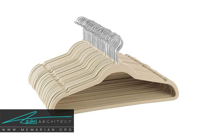 استفاده از چوب لباسی پلاستیکی برای وسایل سنگین - نظم در دکوراسیون اتاق