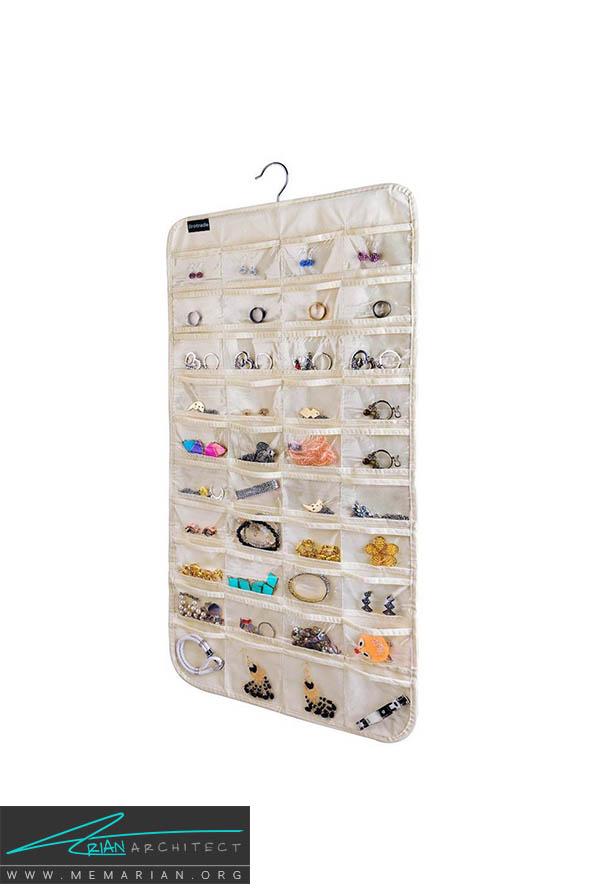 نگهداری زیور آلات، جواهرات و وسایل زینتی تان در یک محفظه شفاف - نظم در دکوراسیون اتاق