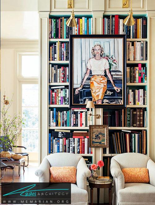 نصب یک اثر هنری روی قفسه کتاب - دکوراسیون اتاق