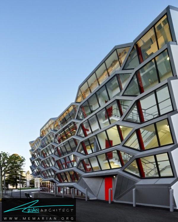 ساختمان در حال ریزش- خطای دید در معماری