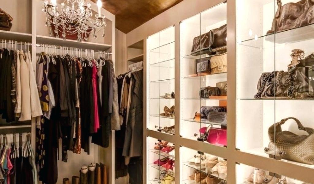 طراحی دکوراسیون داخلی بوتیک و لباس فروشی