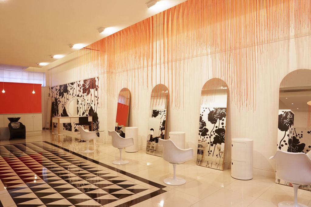 معماری و طراحی دکوراسیون داخلی آرایشگاه زنانه