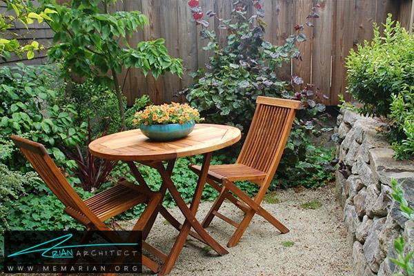میز دونفره چوبی در پاسیو-دکوراسیون پاسیو