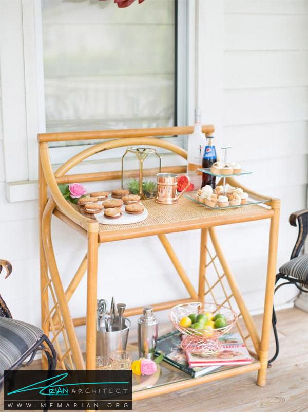 میز چوبی زیبا و کاربردی در پاسیو-دکوراسیون پاسیو