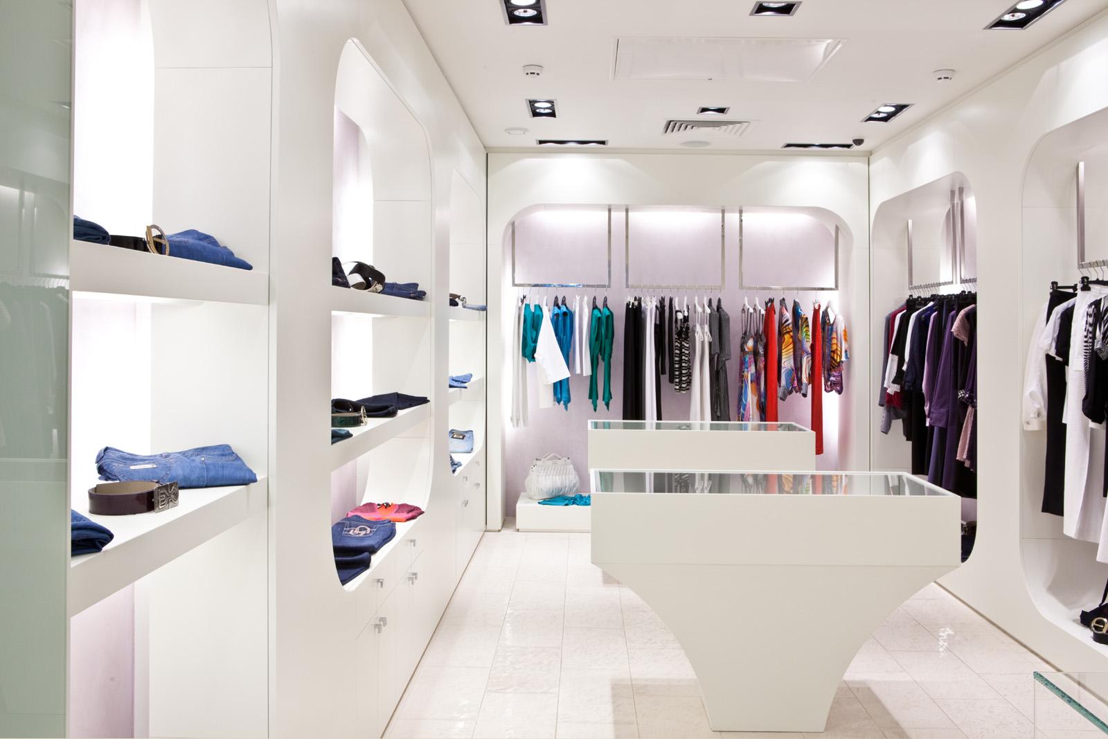 بررسی دکوراسیون داخلی فروشگاه لباس