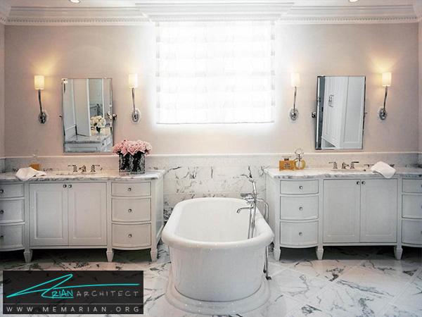 حمام سفید سنتی با وان در مرکز آن -تزیین دکوراسیون حمام
