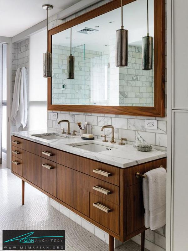 حمام مدرن با دیوارهای سنگ مرمر و آینه چوبی جذاب -تزیین دکوراسیون حمام