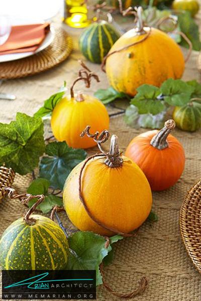 کدوهای متصل به هم روی میز ناهارخوری -دکوراسیون هالووین