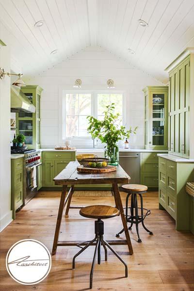 کابینت های سبز در کنار کف پوش چوبی -ترکیب رنگ آشپزخانه