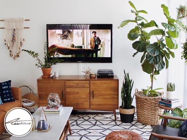 استفاده از شمع و گل برای دکوراسیون اطراف تلویزیون