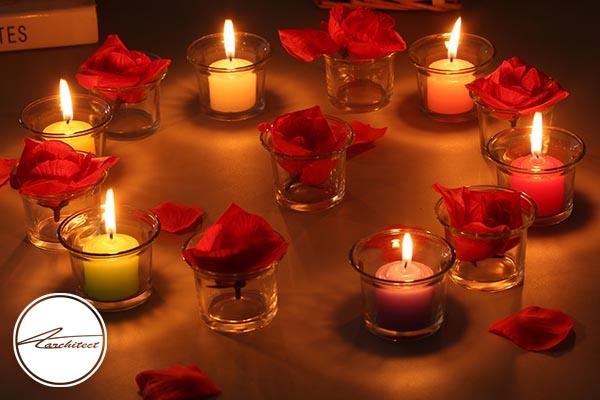 تزئین روی میز با شمع و شمعدانی