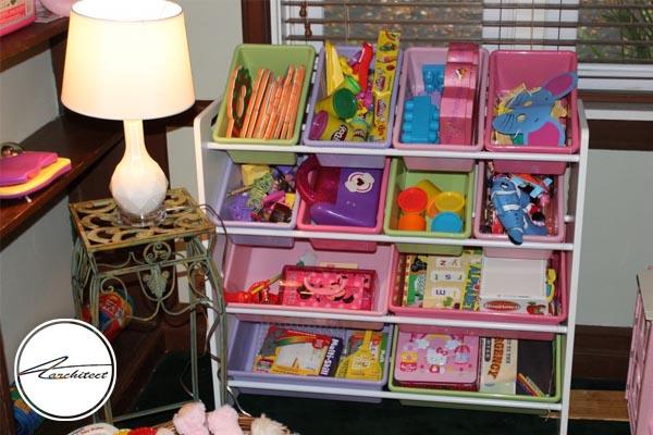 مرتب سازی و نظم بخشیدن به اسباب بازی کودکان-تمیز کردن خانه
