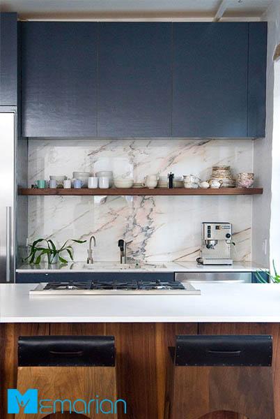 از سنگ مرمر صورتی در دیوار پس زمینه آشپزخانه استفاده نمایید