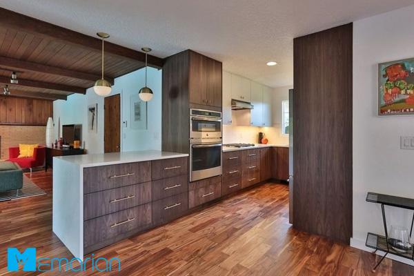 آشپزخانه مدرن با پارکت چوبی