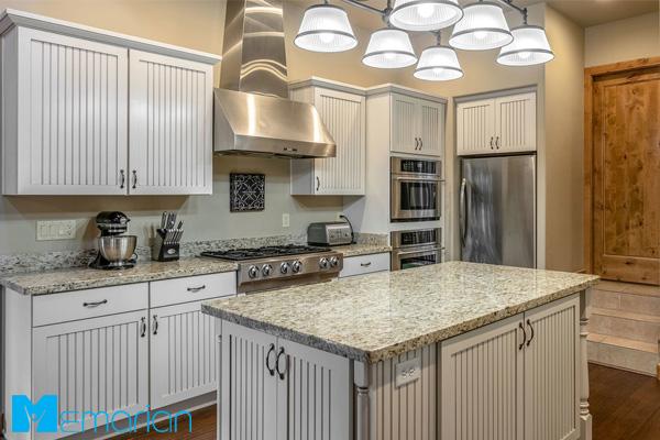 دکوراسیون کابینت با رنگ سفید در آشپزخانه