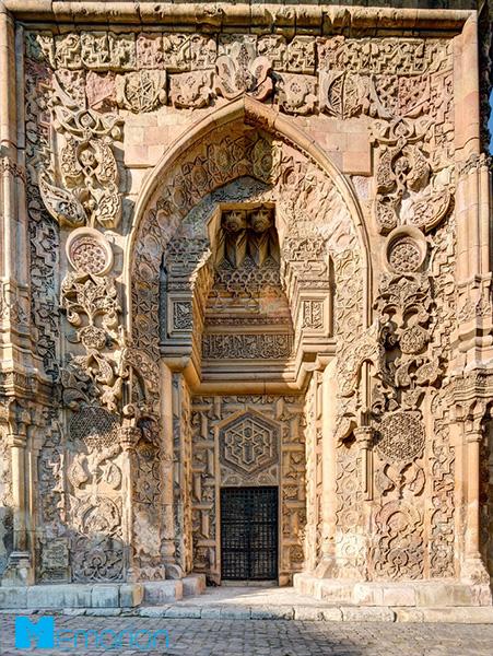 معماری مسجد و بیمارستان اعظم دیوریغی (دیوریغی، ترکیه)