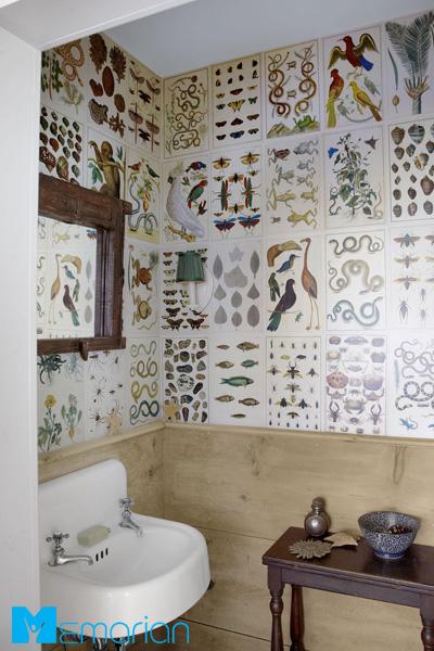 کاغذ دیواری حمام دست ساز با استفاده از صفحات کتاب