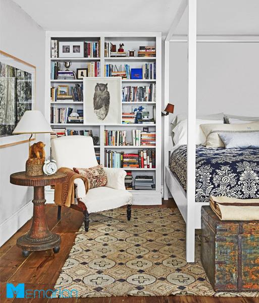 نصب قفسه کتاب زمین-تا-سقف در دکوراسیون اتاق خواب