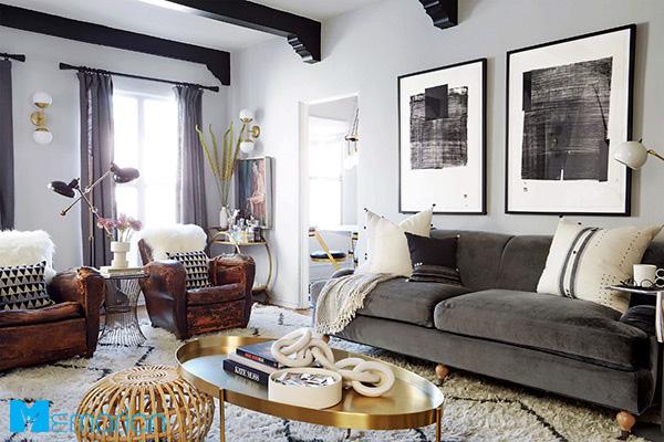 ایده دکوراسیون کوچک با مبلمان خاکستری و تابلوهای بزرگ روی دیوار