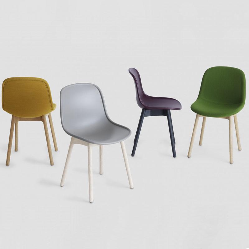 رنگ بندی صندلی شیک با پایه های چوبی